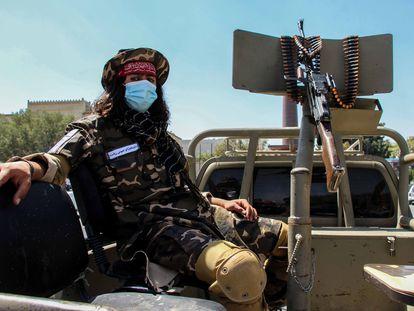 Un talibán en un punto de control en Kabul, el 8 de septiembre.