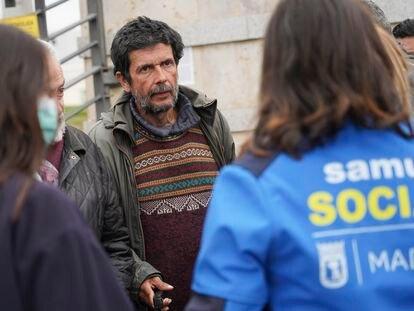 Antonio Torre, autor de este testimonio, el 20 de marzo a la entrada del albergue de Ifema