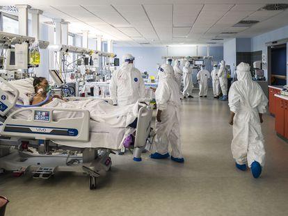 La unidad de cuidados intensivos de un hospital de Catania (Italia), el pasado 23 de abril.