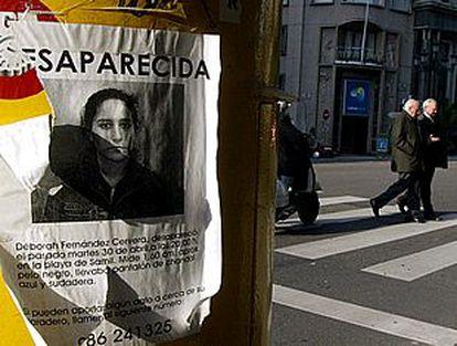 Imagen de uno de los carteles en los que se denunciaba la desaparición de Deborah Fernández.
