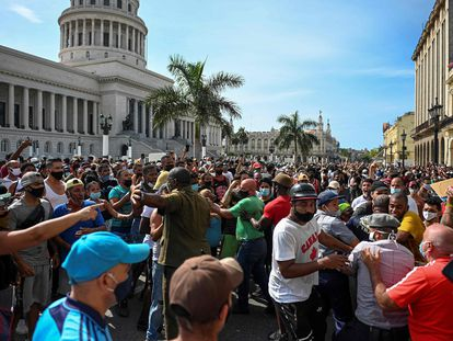 """People take part in a demonstration against the government of Cuban President Miguel Diaz-Canel in Havana, on July 11, 2021. - Thousands of Cubans took part in rare protests Sunday against the communist government, marching through a town chanting """"Down with the dictatorship"""" and """"We want liberty."""" (Photo by YAMIL LAGE / AFP)"""