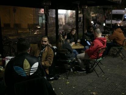 Terraza de un bar de en la calle Parlament.