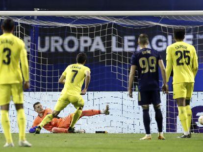 Gerard Moreno anota de penalti este jueves ante el Dinamo de Zagreb en la ida de los cuartos de final de la Europa League.