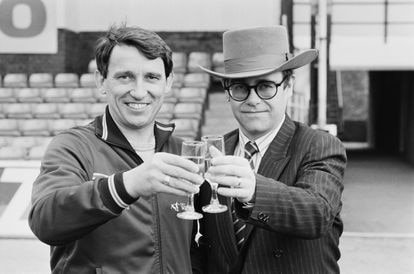 Elton John with coach Graham Taylor (1944-2017) in 1984. Taylor was responsible for bringing a forgotten team back to the top.