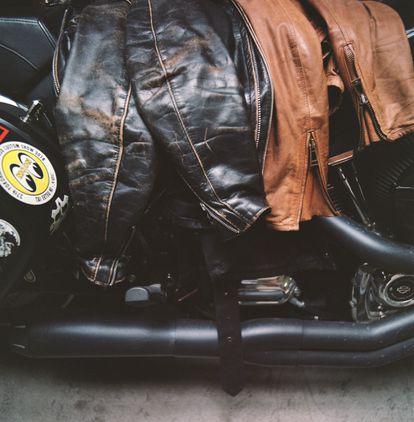 Detalle de una de las motos que el fotógrafo guarda en su estudio.