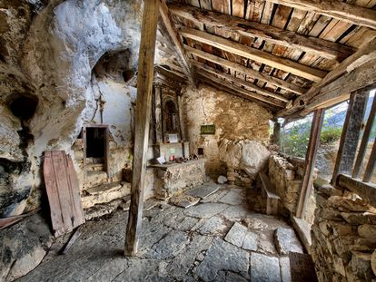Interior de la ermita de San Juan de Socueva.