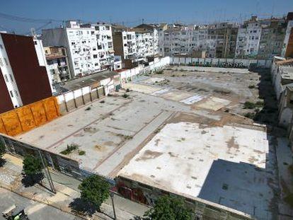 Vista de la parcela d el nuevo colegio de la calle de Puerto Rico en Valencia, ahora en construcción.