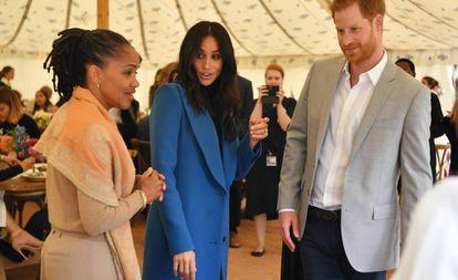 Meghan Markle junto al príncipe Enrique y a su madre Doria Ragland.