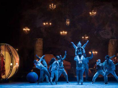 Un momento de 'Folia', el espectáculo inaugurado en Lyon que cerrará Peralada en agosto.
