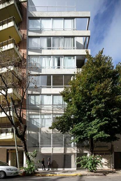 Vista general del edificio de viviendas en el barrio Caballito de Buenos Aires.