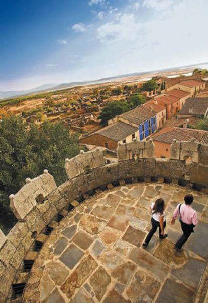 Granadilla, villa amurallada medieval desalojada en los años cincuenta por la anegación de sus tierras por un pantano.