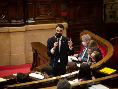 El consejero de Trabajo de la Generalitat, Roger Torrent, en sesión de control en el Parlament.