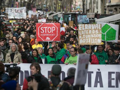 Vecinos de Barcelona, contra la masificación del turismo.