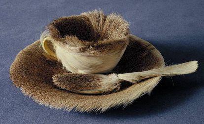 'Le déjèuner en fourrure', de Meret Oppenheim, en el MOMA.