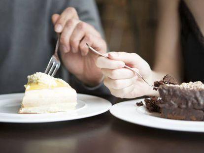 La OMS recomienda limitar el consumo de azúcar diario.
