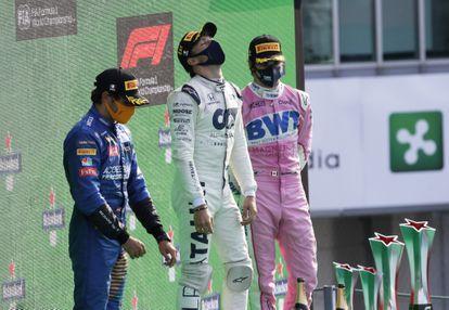Desde la izquierda, Carlos Sainz, Pierre Gasly y Lance Stroll, este domingo en el podio del Gran Premio de Italia.