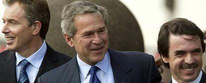 Blair, Bush y Aznar posan para los medios de comunicación en la Cumbre de las Azores