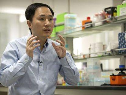 """Las niñas, gemelas nacidas hace """"varias semanas"""", cuentan ahora con una modificación que supuestamente las protege contra el virus del sida, según el genetista He Jiankui"""