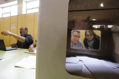 Urna electoral en un instituto de Terrassa el 9 de noviembre.