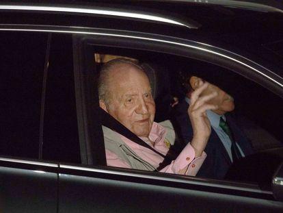 El rey Juan Carlos en su llegada a la Clínica Quirón de Pozuelo de Alarcón, este viernes.
