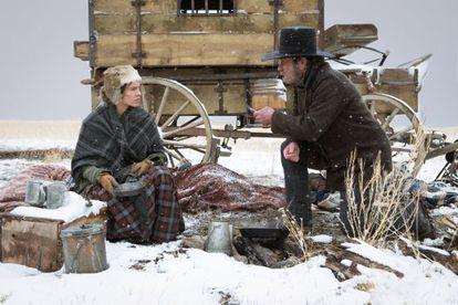 Hilary Swank y Tommy Lee Jones, en 'Deuda de honor'.