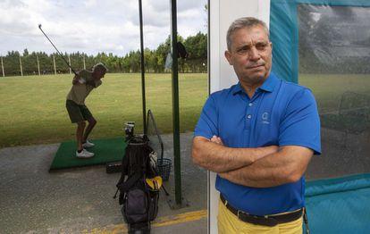 Eduardo Celles, entrenador de Rahm, en su escuela.