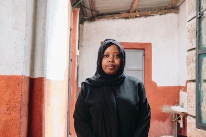 """Ashura Mciteka reconoce que empieza a sentirse agotada: muchos de los cuerpos se han descubierto cerca de su casa. """"Es como si llevaras una carga"""", confiesa."""