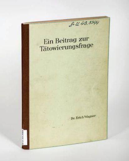 Ejemplar de la tesis 'Sobre el tema de los tatuajes', en la Universidad de Jena.