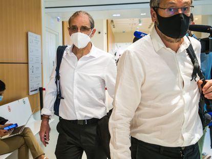 El etarra Josu Ternera (izquierda), a su llegada al Palacio de Justicia de París el pasado 15 de junio.