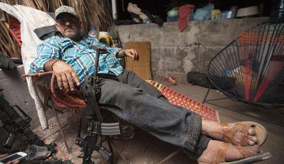 Hipólito Mora, a un día de la muerte de su hijo en un enfrentamiento.