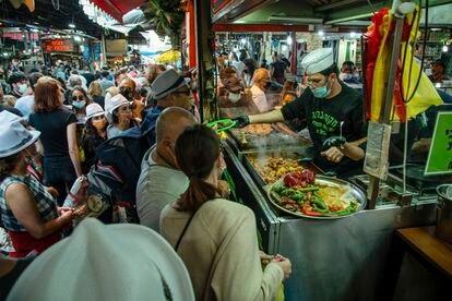 Mercado callejero tradicional de Carmel en Tel Aviv, durante el fin de semana.