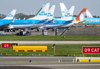 Aviones de KLM en el aeropuerto de Amsterdam-Schiphol.