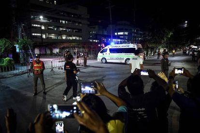 Los 2 niños y su entrenador se encuentran en el hospital de Chiang Rai.