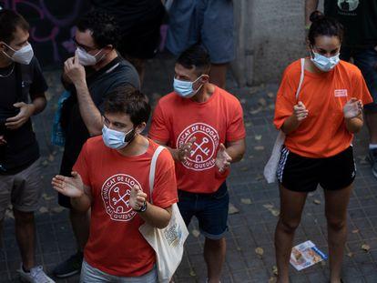 Miembros del Sindicato de Inquilinos parando un desahucio