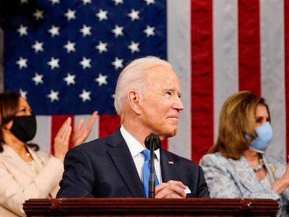 El presidente de Estados Unidos, Joe Biden, acompañado de Kamala Harris (izquierda) y Nancy Pelosi, este miércoles en el Capitolio.