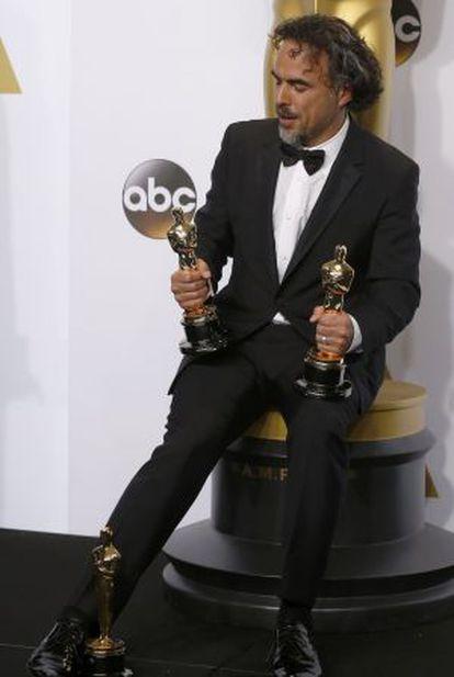 Alejandro G. Iñárritu posa con sus tres Óscar.