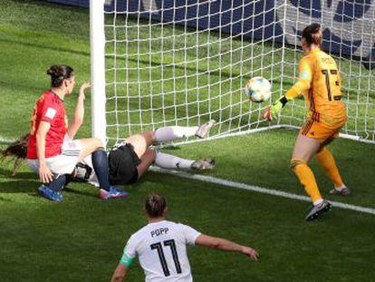 La selección compite muy bien frente a una de las potencias del Mundial, pero sucumbe tras conceder un gol por una pifia cerca del descanso