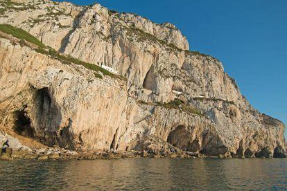 Vista de las cuevas de Gorham, en Gibraltar, incluidas en la lista de Patrimonio Mundial de la Unesco y de donde el coleccionista tenía piezas de procedencia supuestamente ilícita.