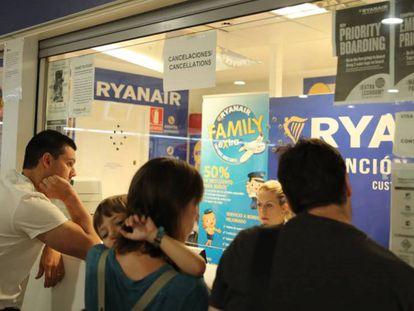Viajeros de Ryanair en la huelga de julio de 2018. En vídeo, las recomendaciones de la Organización de consumidores (OCU).