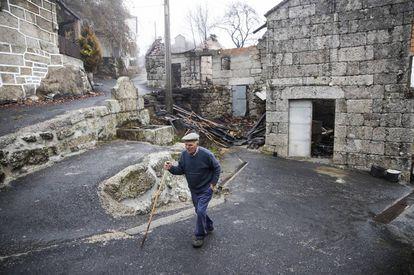 Viviendas quemadas en Carballeda de Avia (Ourense).