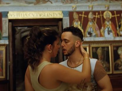 Nathy Peluso y C. Tangana, en el vídeo de 'Ateo'.