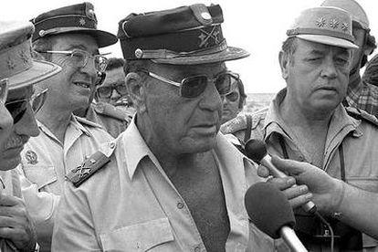 El teniente general Federico Gómez de Salazar, en 1975, en el Sáhara.
