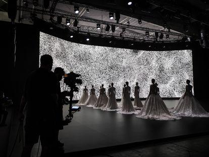 Grabación de uno de los desfiles de Barcelona Bridal Week 2020.
