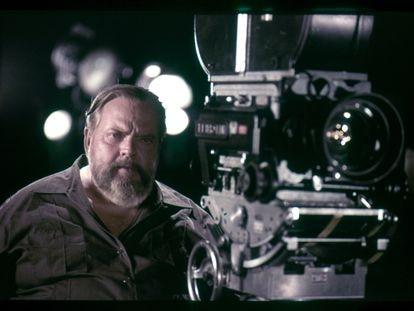 Orson Welles, en el rodaje de 'Al otro lado del viento'.