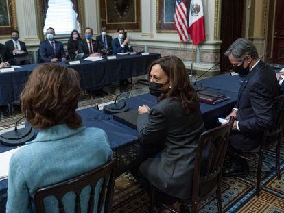 La vicepresidenta de Estados Unidos, Kamala Harris, preside el Diálogo Económico de Alto Nivel, en Washington.