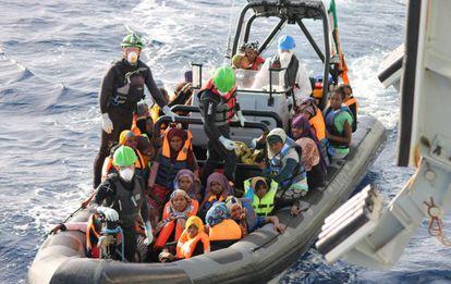 Migrantes rescatados al noreste de Trípoli (Libia), el pasado 21 de octubre.