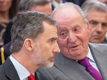 Juan Carlos I y el rey Felipe VI,  en un acto en el palacio del Pardo en 2017.