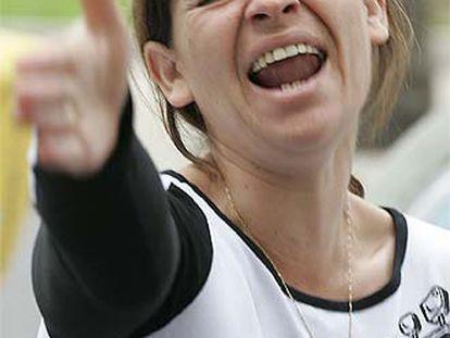 Joaquina Cortés, madre de Montserrat Fajardo, gritaba ayer antes del comienzo del juicio por el caso en Almería.