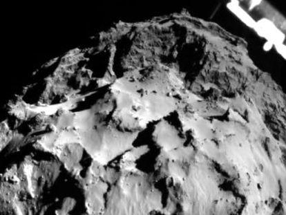La sonda 'Philae' aterriza sobre un cometa.