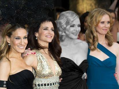 El elenco de 'Sexo en Nueva York' en el estreno de la segunda película en 2010. La imagen no se repetirá: Samantha, aquí destacada en blanco y negro, no vuelve a la nueva entrega de la serie en HBO.